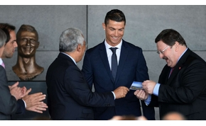 Érdekes szobrot kapott C. Ronaldo