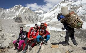 Halad a csúcs felé a magyar Everest-expedíció