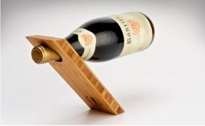 Egyensúlyozó bortartó