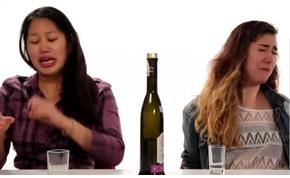 Nézd meg, hogyan isznak pálinkát az amerikaiak, és mosolyogj rajtuk