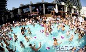Levegőből érkezik a pezsgő a Vegas-i partiba