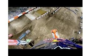 Három emelet magasra repült a motocross-bajnok