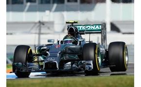 Rosberg és Hamilton ismét az élen nyitottak