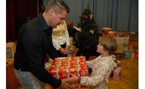 Karácsonyi ajándékgyűjtő akció - 130 ajándékcsomag került átadásra Szentesen