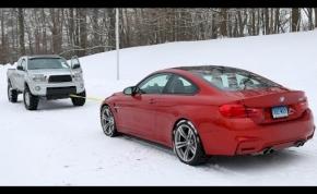 A BMW M4 vagy a Toyota pickup húzza el a másikat havon?