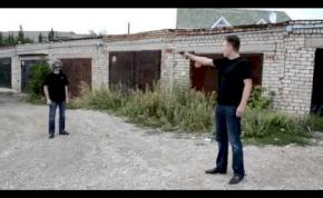 Orosz srácok fejlövéssel tesztelték a golyóálló sisakot