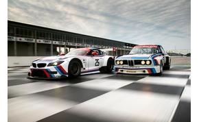 Klasszikusra festi Z4-es versenyautóját a BMW