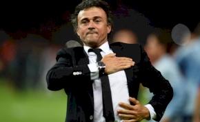 Luis Enrique marad a Barcelona edzője