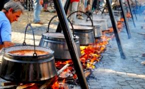 Húszéves jubileumát ünnepli a Bajai Halfőző Fesztivál