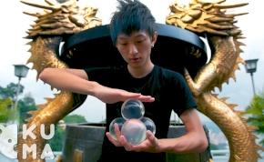 Ilyen elképesztő üveggolyós trükköt még nem láttál