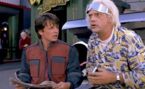 Ma érkezik meg Marty és Doki