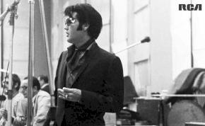 Elvis Presley vezeti a brit lemezlistát
