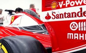 Így matricáznak fel egy F1-es autót
