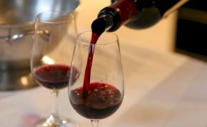 A BuzzFeed szerint nálunk 280 forint egy üveg bor