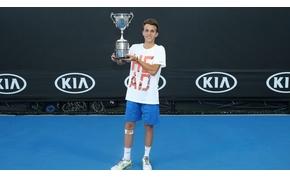 Piros Zsombor Federert tartja a példaképének