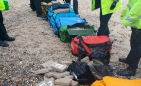 360 kilogrammnyi kokaint találtak egy tengerparton