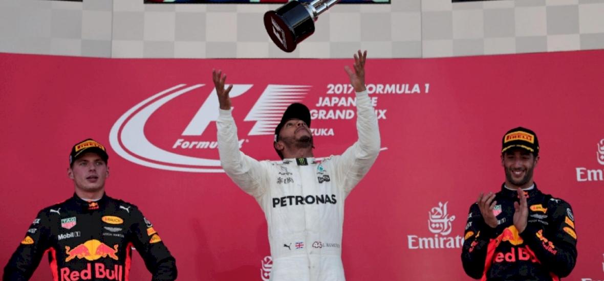 Hamilton nyert Japánban , és a vb-győzelem kapujában van