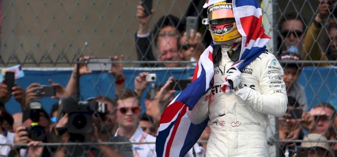 Hamilton csak kilencedik lett, de így is világbajnok