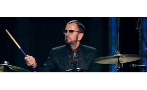 Ringo Starrt és a Bee Gees volt énekesét is lovaggá ütötték