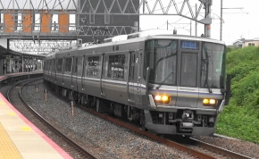 Mi történik, ha Japánban 25 másodperccel hamarabb indul egy vonat?