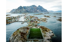 Meccs a vízen, vonat a stadionban: a világ legfurcsább focipályái