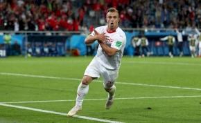 Svájci zászlóra albán sast?