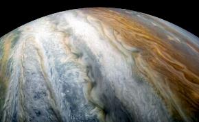 Több kilométer átmérőjű Holdak csapódnak egymásba a Jupiter körül