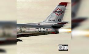 Hirtelen egy albumot dobott be a mélyvízbe Eminem