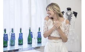 Magyar tervező öltöztette fátyolba a pezsgőspalackokat