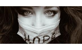A rákkal harcoló magyar lány lett Európa legjobb fotósa