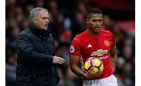 Újabb játékosa szállt bele Mourinhóba, majd elnézést kért