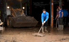 Rafa Nadal menti az áradás elől menekülőket