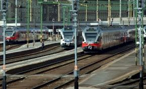 Változik a vonatmenetrend a hosszú hétvége miatt