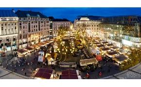 Több százezer ember a Vörösmarty téren, két és félmillió égő Bécsben