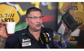 Irtóztató szellentés miatt áll a bál a Darts Grand Slamen