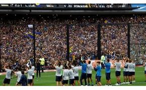 Ilyen, amikor 60 ezer futballőrült kilátogat egy edzésre