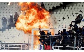 Molotov koktél csapódott az Ajax-szektorba Athénben