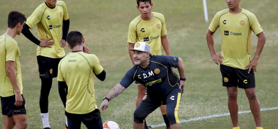 Diego Maradona bemutatott, majd stílusosan távozott