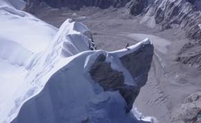 Ennél ámulatba ejtőbb hegymászós videó még nem nagyon készült