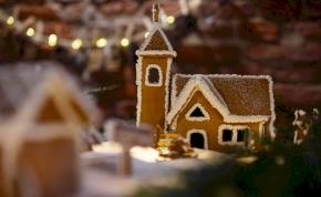 Mézeskalácsból készült el egy magyar település mása