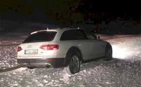 Két magyar autóval hajtott a sípályára Ausztriában