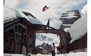 Amikor már annyi a hó, hogy a házak tetején is lehet síelni