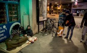 A biciklis maffiózók százával osztogatták a Zing burgereket