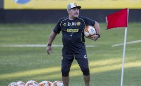 Kórházba szállították Diego Maradonát