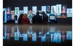 A világon egyedülálló LCD falat adtak át a Szépművészetiben
