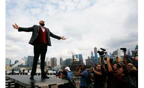 Két és félmilliárd: Tyson Fury teljes pénzdíját felajánlotta a rászorulóknak