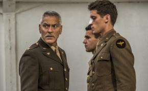 George Clooney éleszti fel a 22-es csapdáját