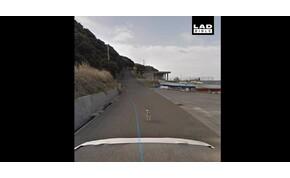 Tudja, mi történik, ha egy kutya megkergeti a Google kocsiját?