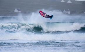 Három évet vártak a szörfösök erre a viharra