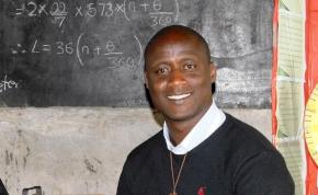 Mélyszegénységben csinál csodát a pedagógusok Nobel-díjasa
